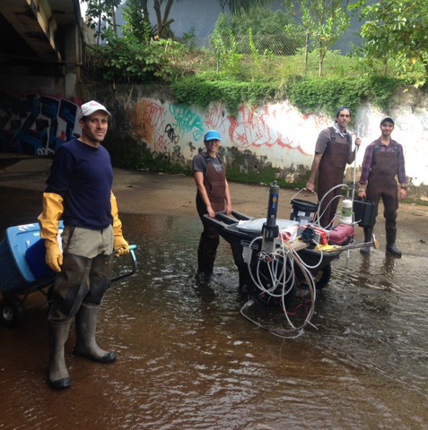 Graduate students measure Auimanu Stream water quality